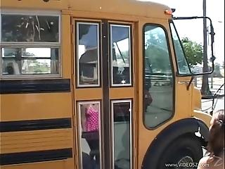 School--bus--girls--scene4