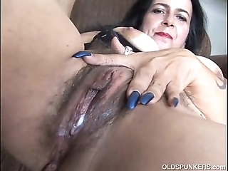 Matured unskilful has a chunky orgasm