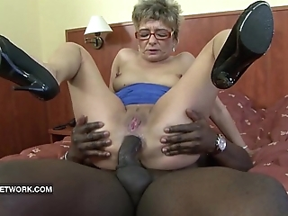 Granny craves apropos intrigue b passion a chubby black cock