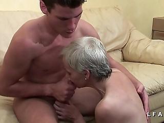 Mamy unregenerate veut du sperme chaud de jeunot mob lady tint porno